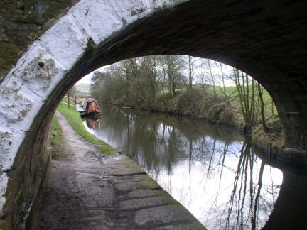 Approaching Salterforth Quay