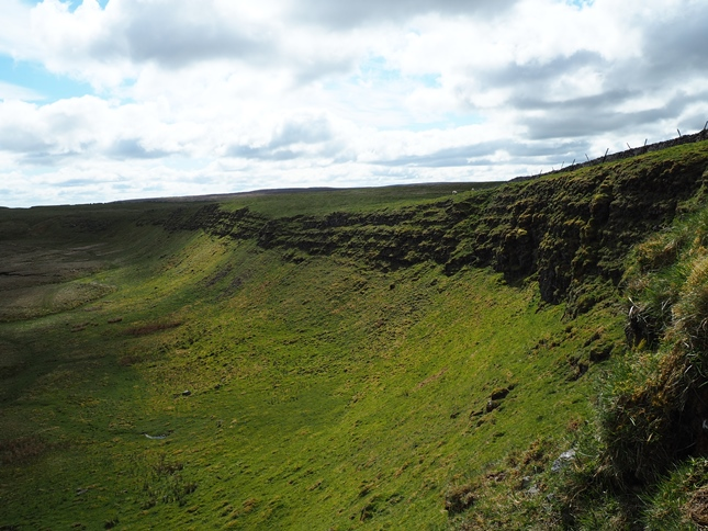 Jeffery Pot Scar along the northern edge of Woldside's summit