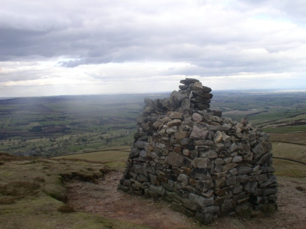 The large cairn on Pen Hill End
