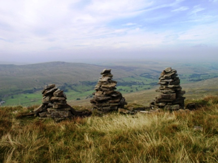 Three cairns overlooking the Mallerstang valley