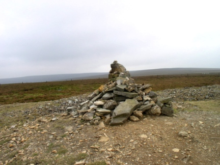 The cairn on Greet's Hill with Pickerstone Ridge in the distance