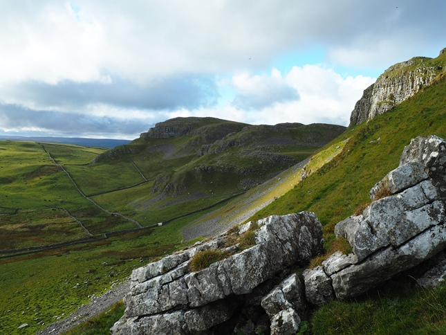 Looking back at Warrendale Knotts from my unsuccessful diversion to Attermire Cave