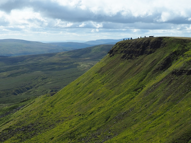 The view across Yoadcomb Scar to the line of cairns above High White Scar