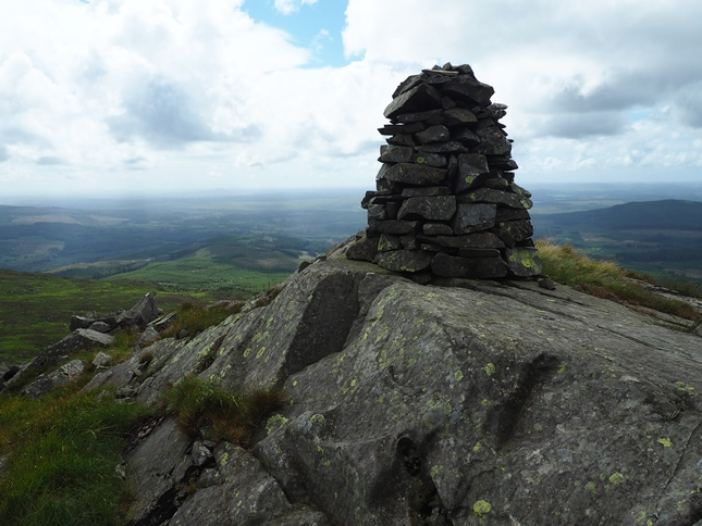The summit of Bennan was unmarked but there was a cairn just to the south near to the mast
