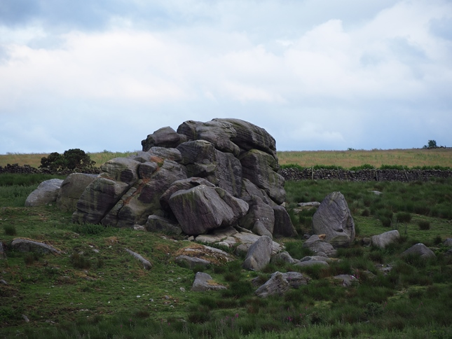 The large gritstone outcrop near Ten Acre Reservoir