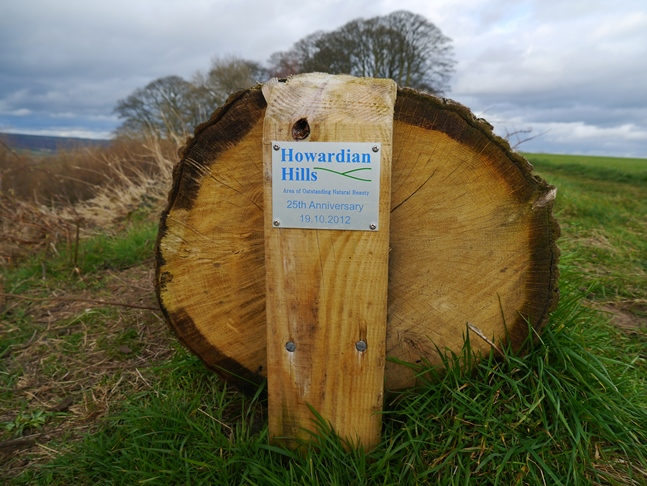 The log bench was placed on Beacon Banks to mark the 25th anniversary of the Howardian Hills AONB
