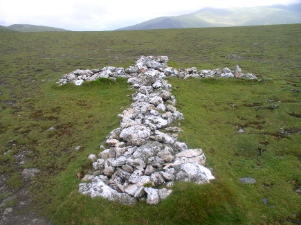 The quartz memorial cross in the saddle