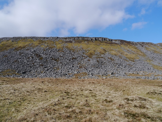 The rim of crags standing 50m above the Pennine Way at Narrow Gate