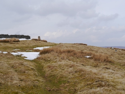 Approaching the trig point on Hard Rigg
