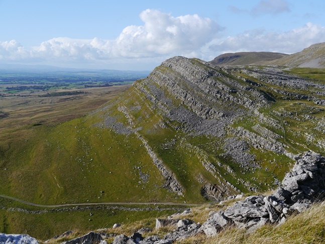 The spectacular limestone scar of Middle Fell