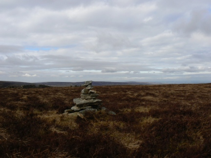 The small cairn marking the top of Middlehope Moor