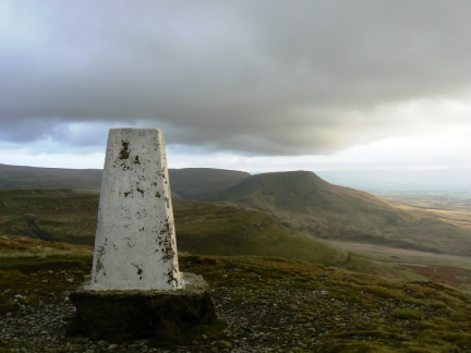 The summit of Murton Pike looking to Roman Fell