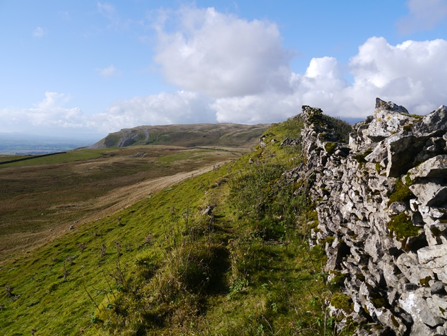 The wall running along the top of White Rigg looking toward Tinside Rigg