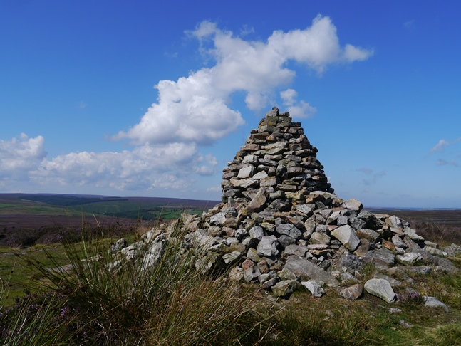 The large cairn on Simon Howe