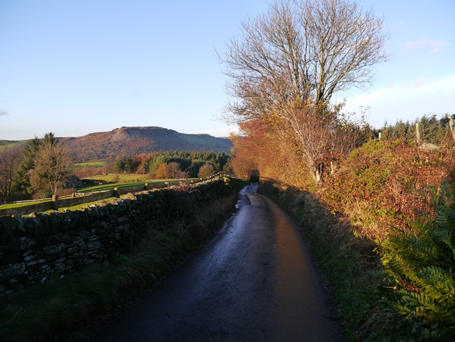 Further down the same lane looking towards Tegg's Nose