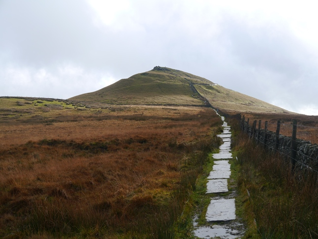 Approaching Shutlingsloe