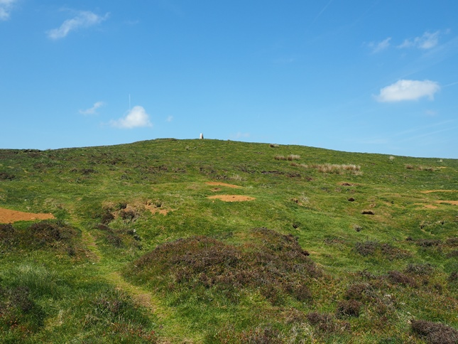 Approaching the summit of Sir William Hill