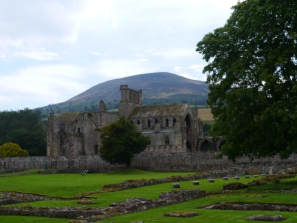 Melrose Abbey back by Eildon North Hill