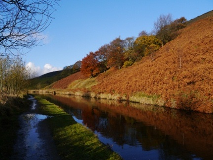 Autumn colours by the Rochdale Canal