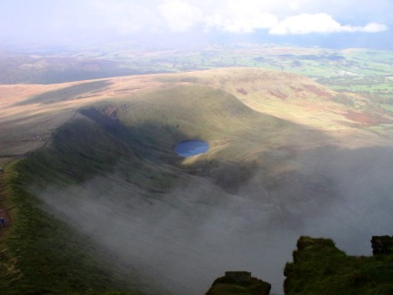The cloud clears below Corn Du