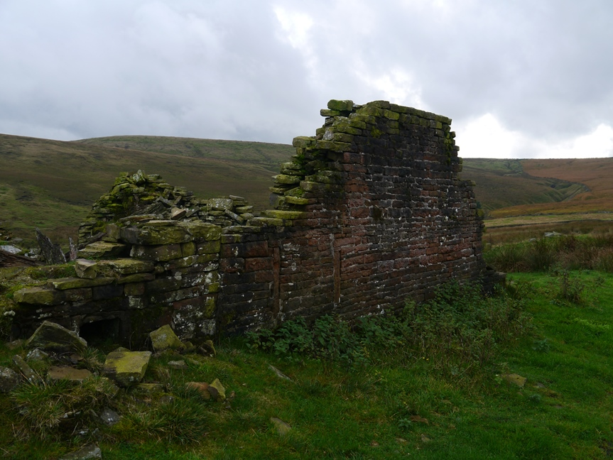 One of a number of ruined farms and barns above Ramsden Clough